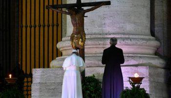 Parole pronunciate da Papa Francesco durante il momento di preghiera sul sagrato di Piazza San Pietro